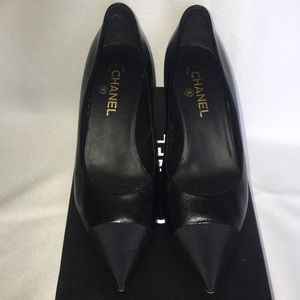 CHANEL Goat skin black pumps